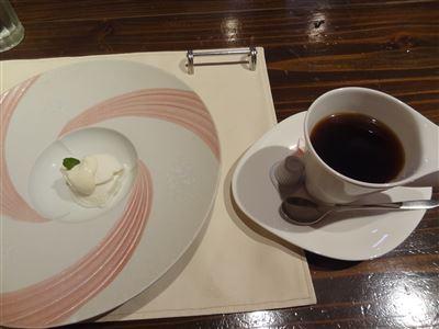 ヨーグルとのムースとコーヒー