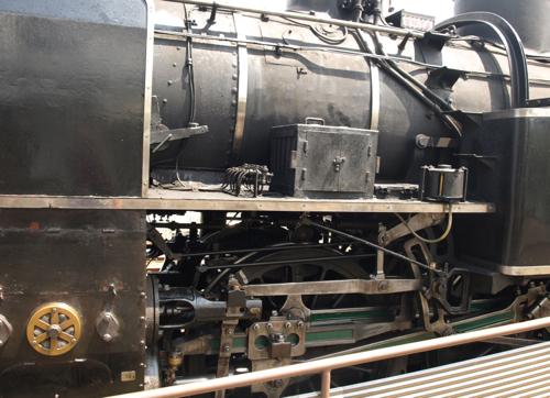 c20130819蒸気機関車横から