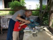 4車輪作り木を切る