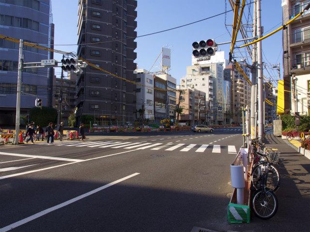 新宿線工事のような雰囲気がなく、なんだか物足りない。
