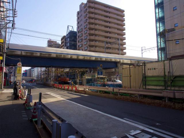 東急目黒線との交差部。