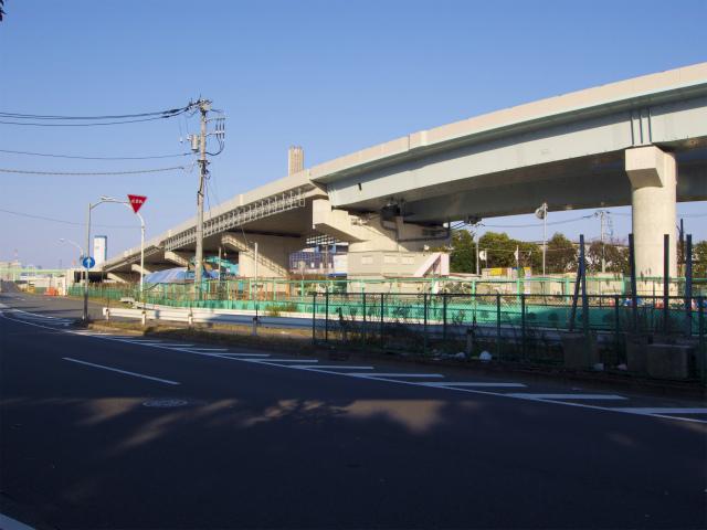 この橋梁は湾岸線へのランプ。湾岸線からの大橋方面へのランプは?