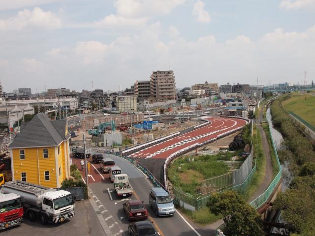 新行徳橋から。T字路2つを1つの交差点に集約準備中。