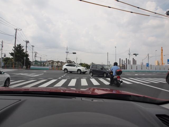 市川浦安線との交差点?青なのに右折出来ない。