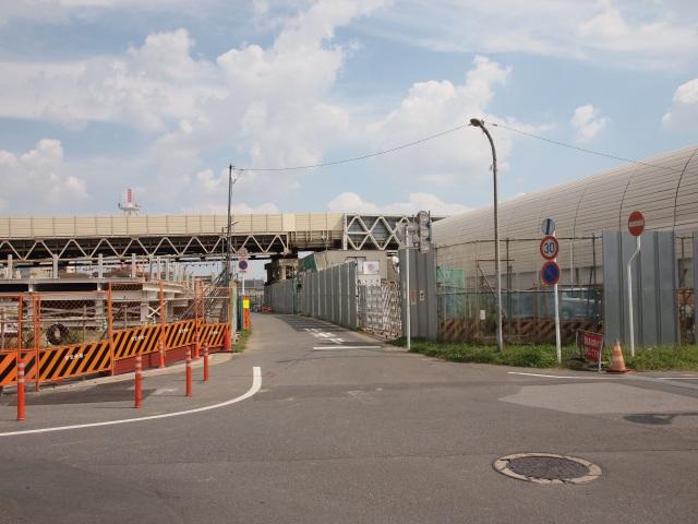 京葉道路と交差する作業用道路。京葉道路をくぐる道は一方通行でした。前にもやらかしてたっけw