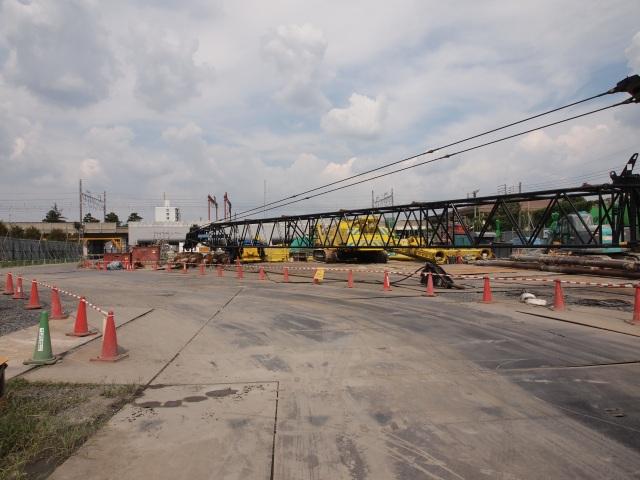 総武線との交差部。総武線高架橋の改築も出来たようです。