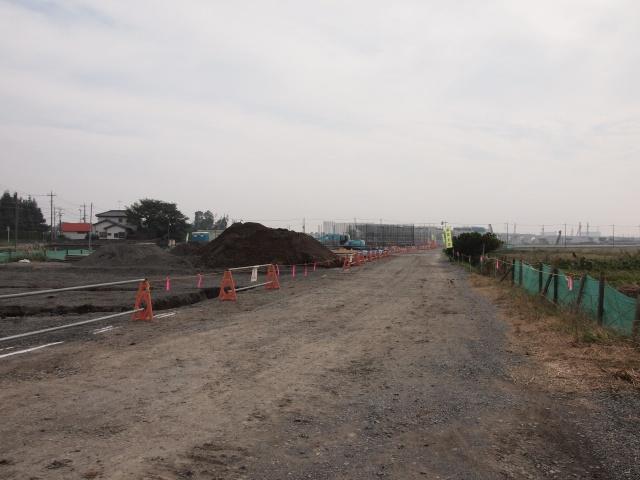 西関宿栗橋線沿いから五霞インター方面。橋脚建設中。