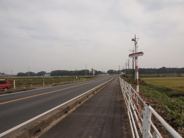 境町塚崎付近。土浦境線との交差部。