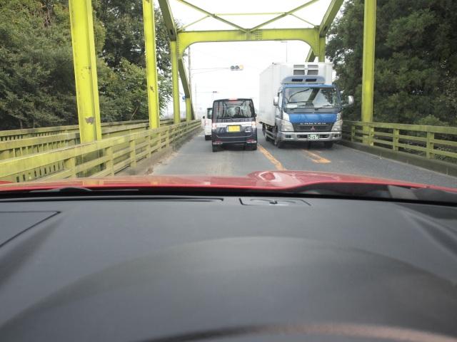 鬼怒川にかかる三妻橋。狭いですね。圏央道の薄皮有料制度に税金掛けるなら、ここの拡張に掛ければいいと思う。