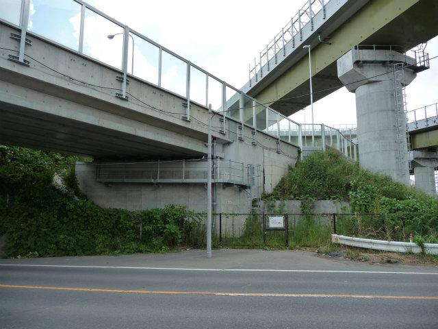 場所を変えて、AランプとFランプの交差部。Aランプのみ鋼製桁ではありません。