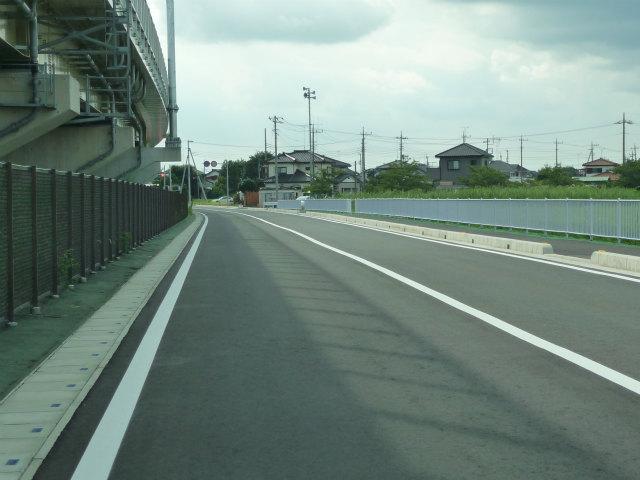 途中から往復2車線で国道122号菖蒲バイパス手前の県道78号春日部菖蒲線迄続きます。