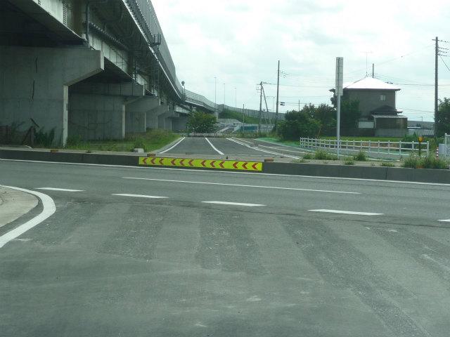 国道122号菖蒲パイパスの上り線と接続。