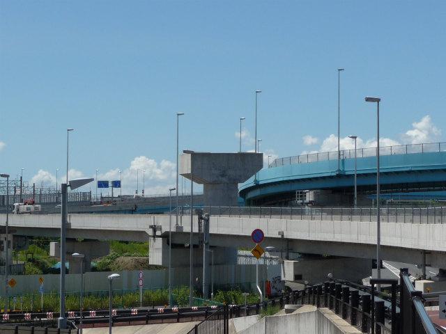 高谷JCT内の橋脚。変化なし。