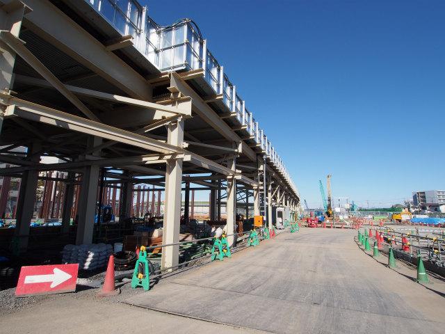 工事用地内を縦断する作業用道路。