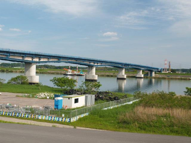 利根川渡河部。橋の名称は何でしょう?上流の五霞町と境町間にも圏央道の橋梁があります。