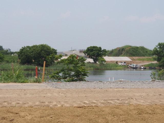 小貝川の対岸側から。