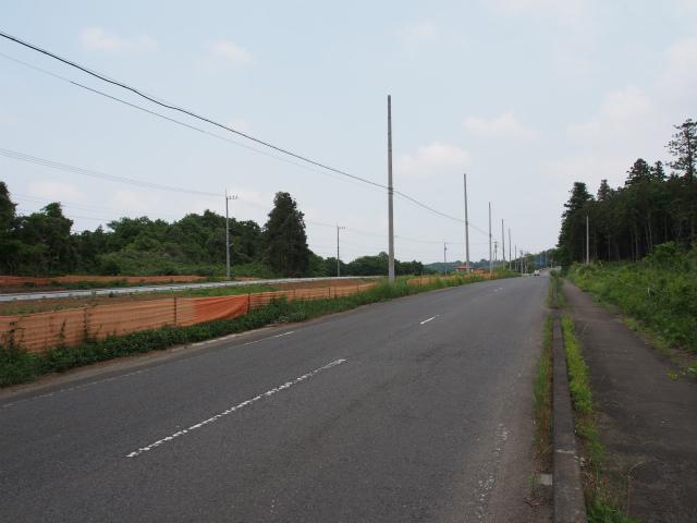 つくば市上郷付近。左側の道路は県道の迂回路かな?