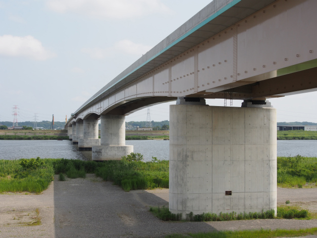 圏央道利根川橋。画面奥が神崎インター。