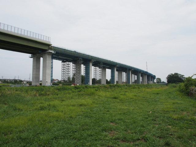 宇都宮線と東北新幹線のあいだ。