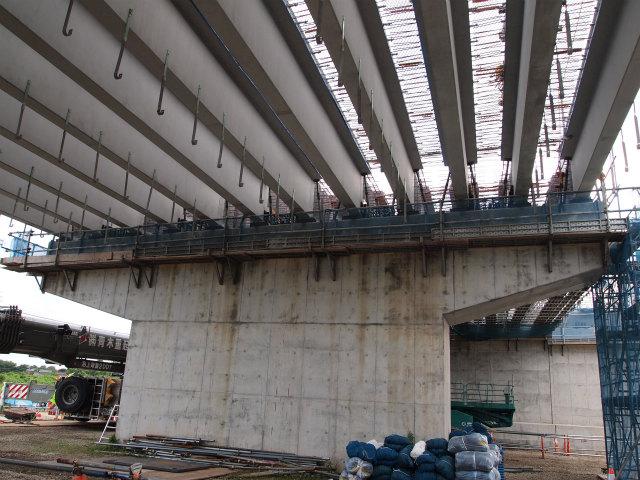 変化のあった川田谷高架橋。しばらく桶川北本JCT側で途切れていた部分も架設されはじめ、最後の区間もつながりました。