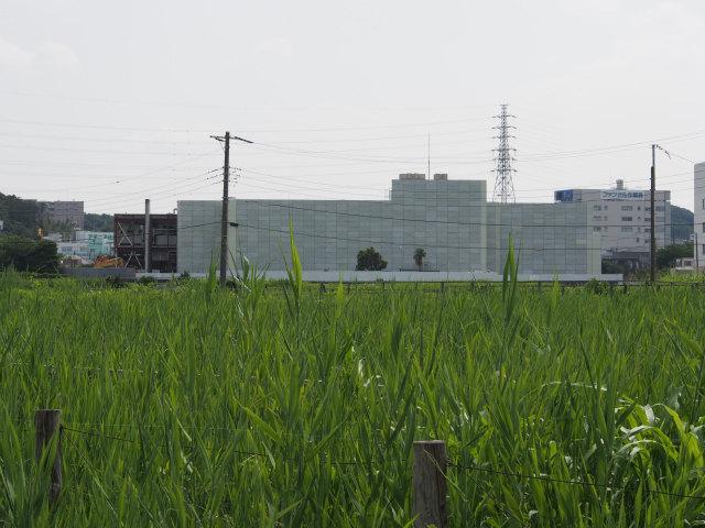 何やらぶっ壊してます。ここから国道1号方面に向かいますが、圏央道ルートの撮影なので、横浜湘南道路を撮影していきます。