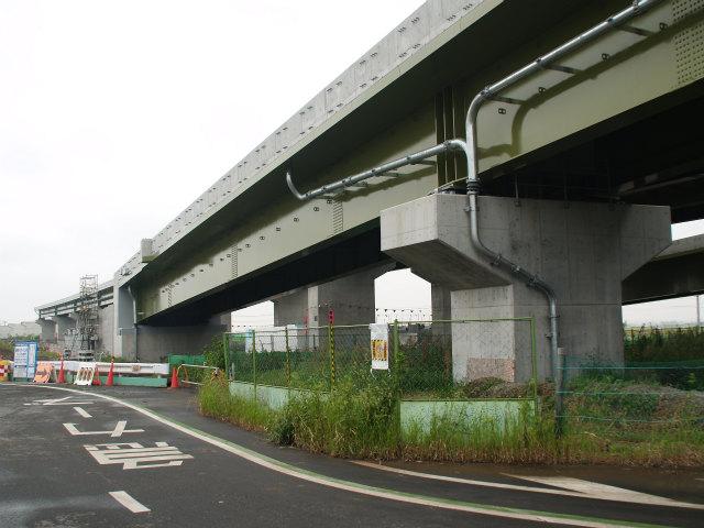 反対側車線も同様の工事。