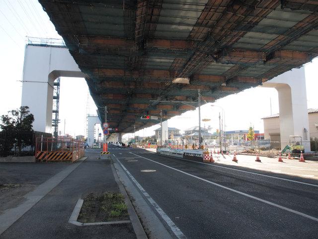 寒川南インター付近の田端第三高架橋。寒川北インター迄今年度開通予定で、最後の架設区間です。