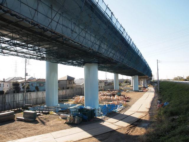 神川橋手前から茅ヶ崎方面。ここも宮山高架橋になるのかな?