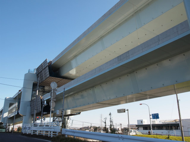 県道47号藤沢平塚線との交差部分。