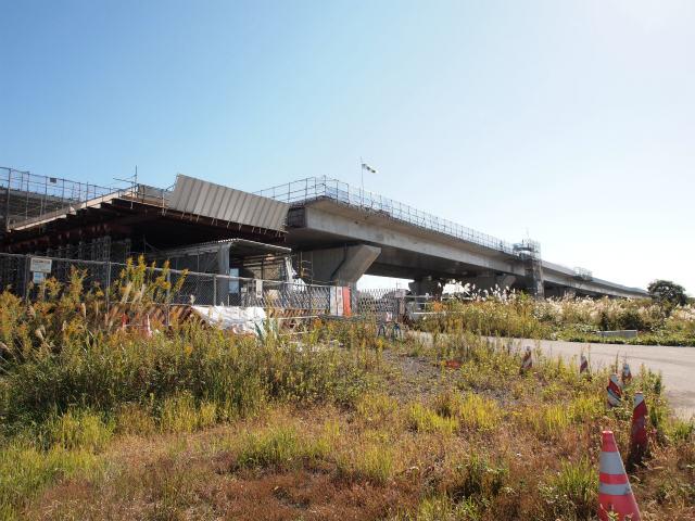 高架橋の延伸工事中。