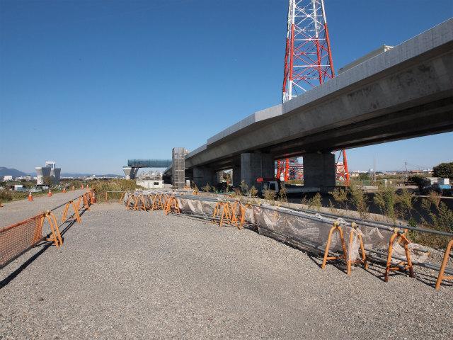 新東名が圏央道の上を通過します。サグになる圏央道は渋滞のもとにならないかな?