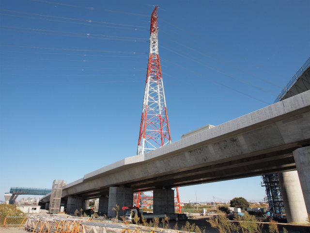 JCTの真ん中には大きな鉄塔。登って見渡せたら良いのに。