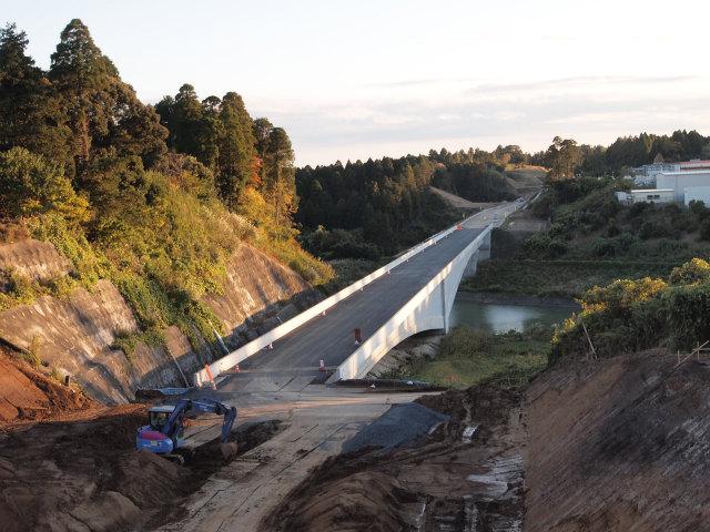 小野橋。波形鋼板ウェブ橋です。