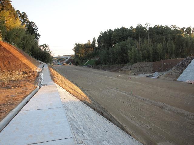 丘山台跨道橋から。画面奥が茂原北インター方面。
