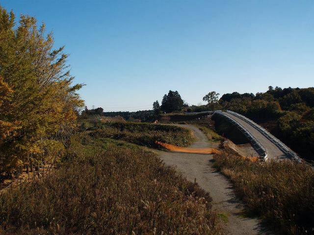 稲敷インターから東インター方面。仮設道路が組まれています。