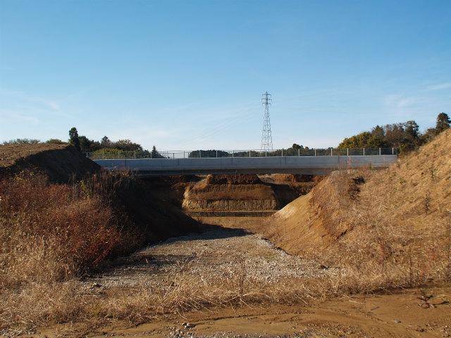 本線部。跨道橋が出来ています。