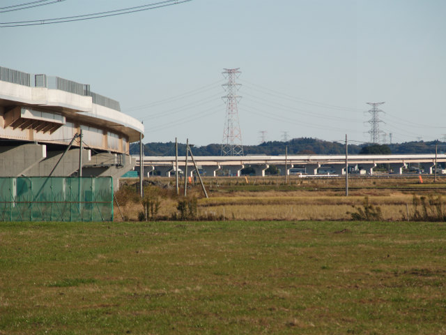 新利根川の護岸から神埼インター方面。