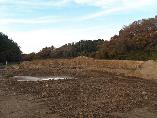 神崎インター方面。田んぼを埋めただけ?