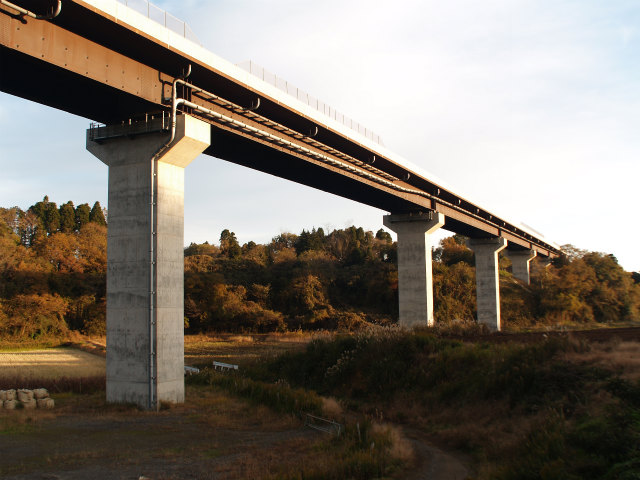 少し移動して同高架橋。