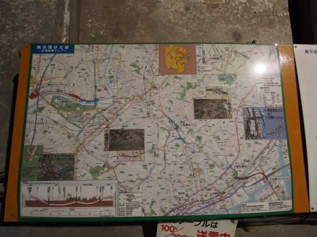 地下の現場にも見学者用の資料が展示されています。