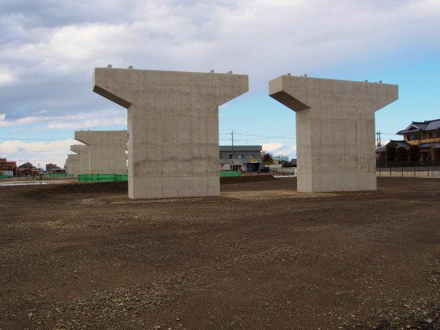 ヨークマート跡地に建つ橋脚。