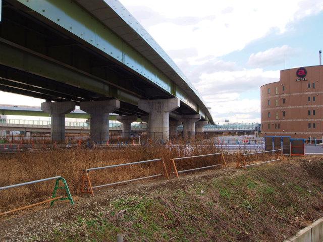 下早見菖蒲線はダイハツ側から、こちらの圏央道脇の側道に切り替え。