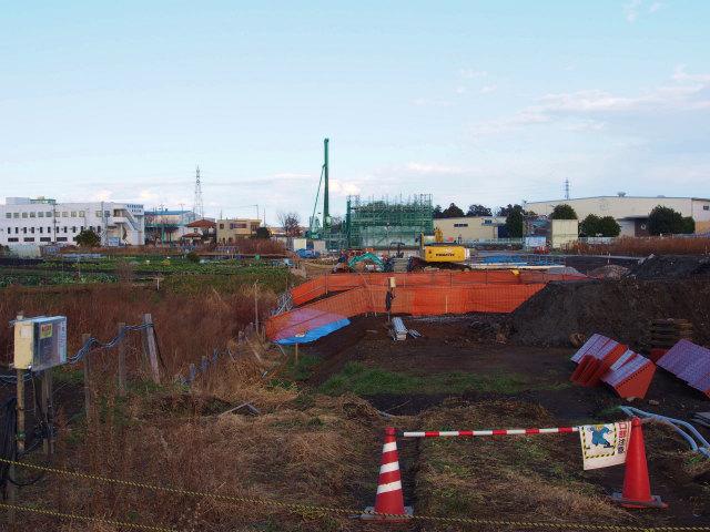 加納付近から菖蒲PA方面。橋脚の建設が始まりました。