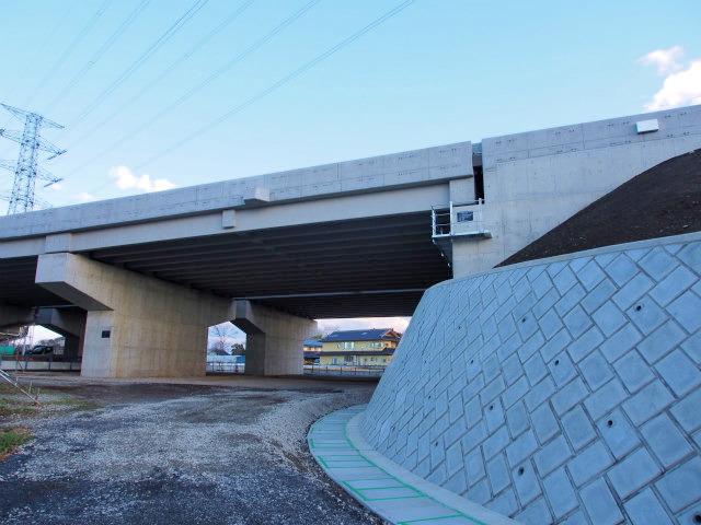 川田谷高架橋の桶川北本インター側。すっかり出来ています。