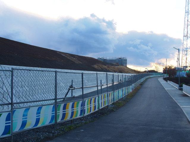 右側の桶川北本インター。橋台等を建設しています。