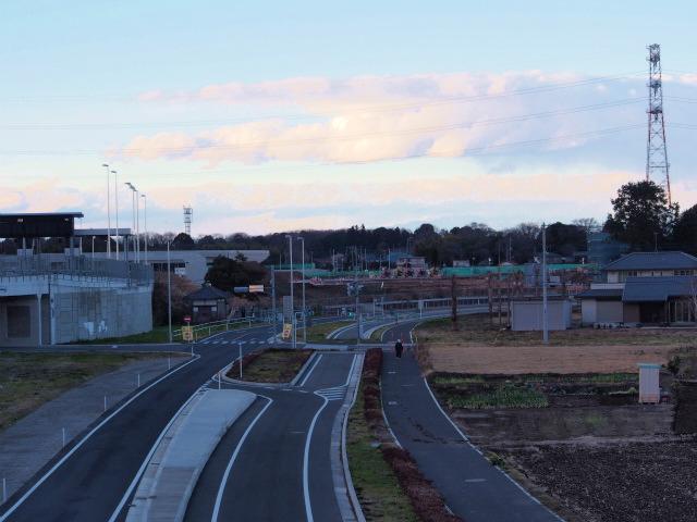 上尾道路上に架かる歩道橋から。上記の橋台は既存の橋梁とつながります。(自信なし)