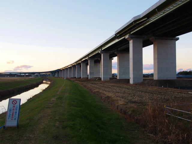 久喜白岡JCTを東北新幹線下から。