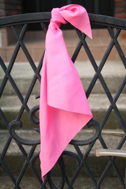 ピンクのハンカチ