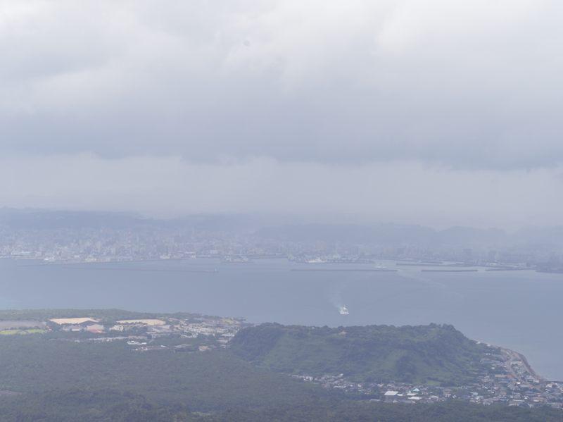 鹿児島 桜島の湯之平展望所から鹿児島市方面を撮ったがガスってた