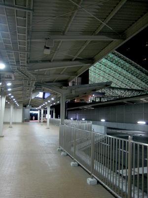 大阪駅11番ホーム01